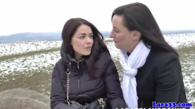 Casal de lesbicas viaja e faz muito sexo durante essa viagem de putaria