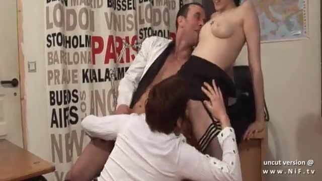 Em orgia muito brutal e selvagem francesa é sodomizada e toda arregaçada