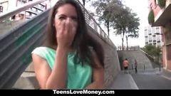 Garçonete espanhola novinha fode muito por um pouco de dinheiro