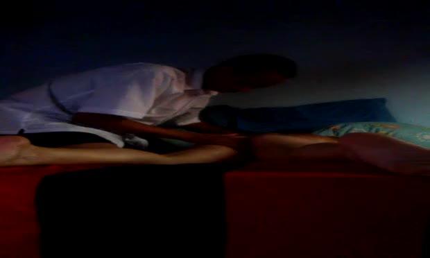 Loira ganha uma massagem na bucetinha e vai a loucura durante a seção