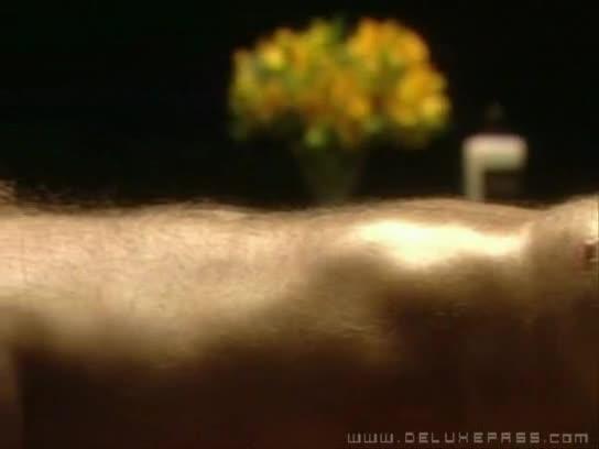 loirinha safada faz massagem em coroa pirocudo