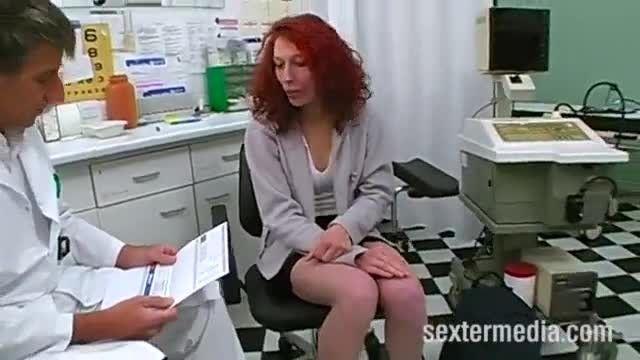 Novinha vai no medico e ele analisa ela do cuzinho ate a buceta molhadinha