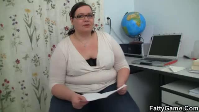 Professora gorda fode com estudante desesperado por nota
