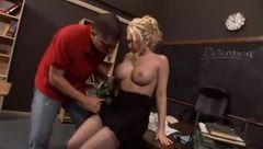 Professora loira maravilhosa muito sexy fodendo muito com estudante